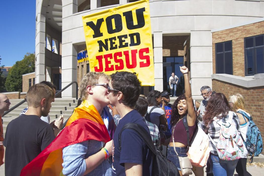 protest-kissing-1050x700.jpg